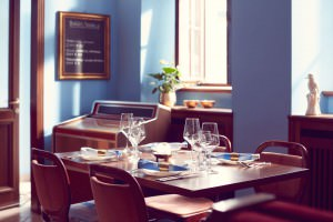 SAN BUCA: Tisch im Gastraum